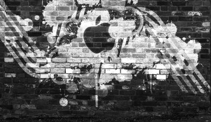 Apple Tag Graffiti Wallpaper