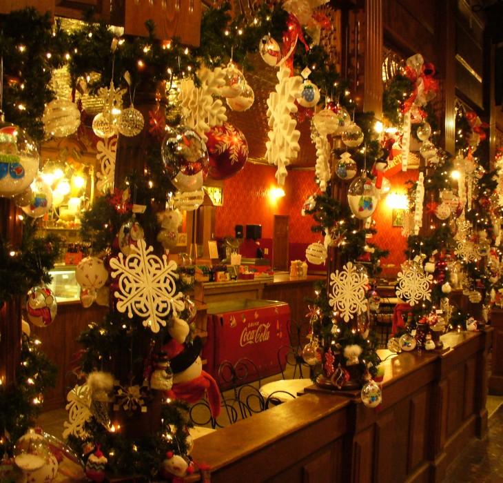 Christmas Trimmings Wallpaper